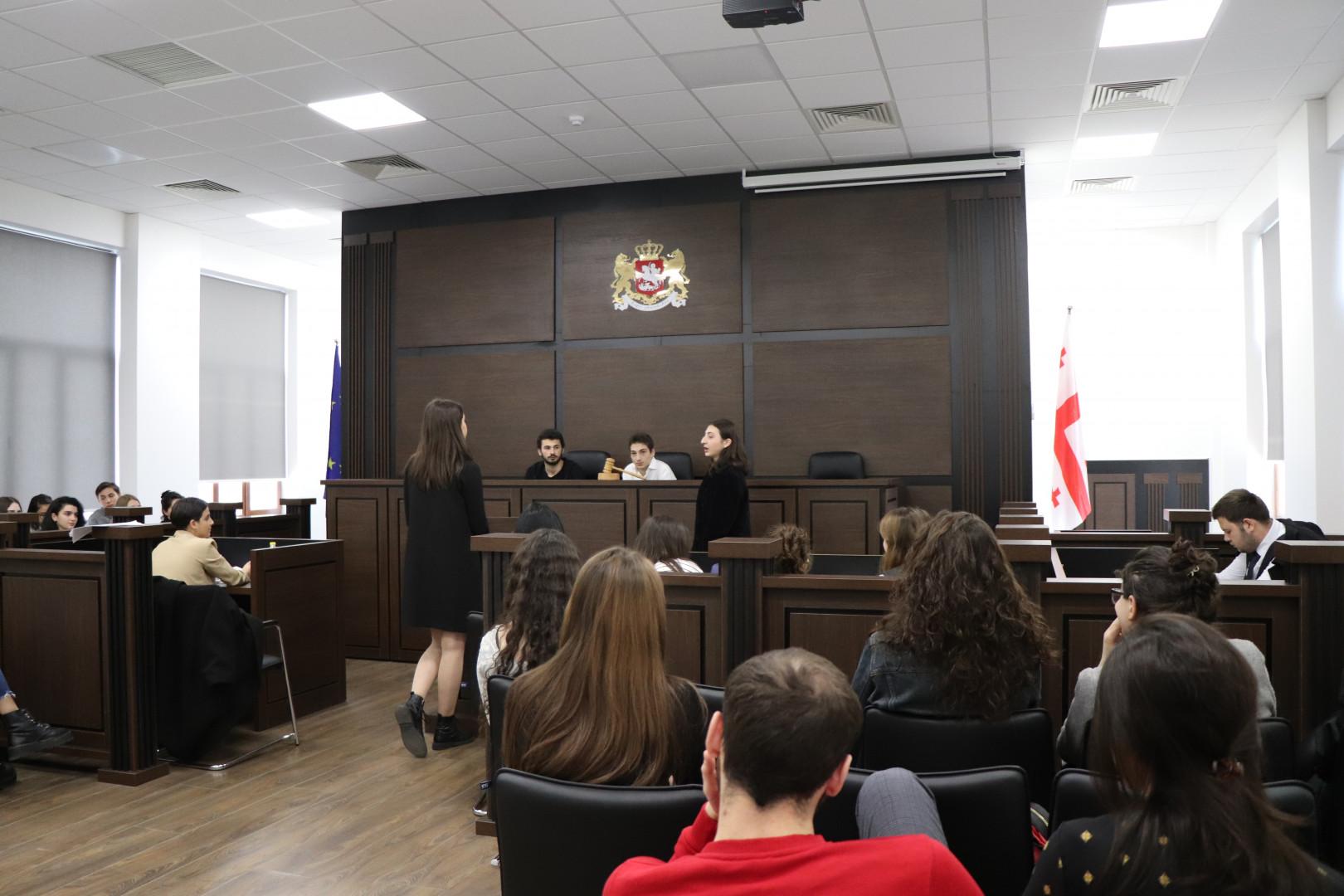ნაფიცმსაჯულთა სასამართლოს იმიტირებული პროცესი აბიტურიენტებისთვის